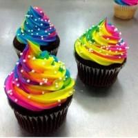 Rainbow cupcakes , yummy ! #Rainbow #Cupcakes #yummy #chocolate #Regenbogen #Schokolade