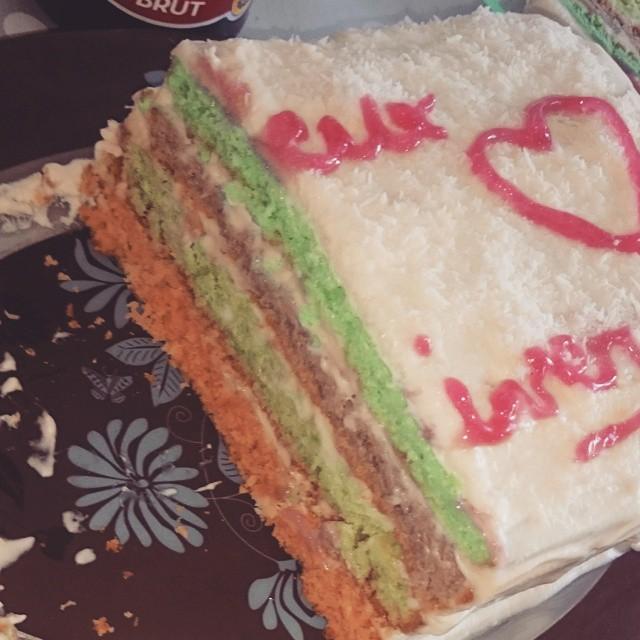 RanbowCake. #cake #ranbowcake #NoixDeCoco #PetitPlaisir #Chocolat #Blanc #arcenciel #anniversaire #Gateau