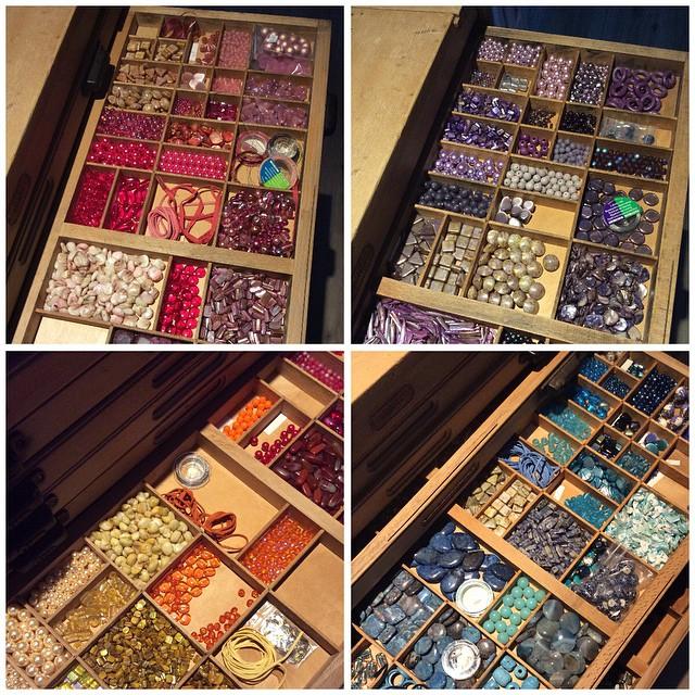 Oke, vooruit.. Just peeking into the beads Cabinet.. Een kijkje in de mooiste kast van het huis..