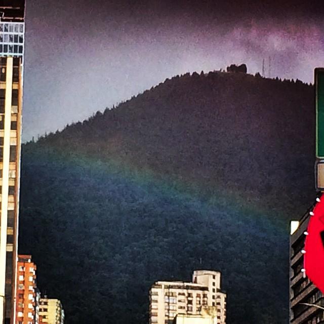 Aunque no lo crean en las ciudad de #Bogota #Colombia el cielo se vistió de #Arcoiris en su #Pride #MrDiva #Fabulous