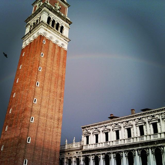 Un leggero accenno...d #arcobaleno #campaniledisanmarco #venezia #ilsoledopolapioggia