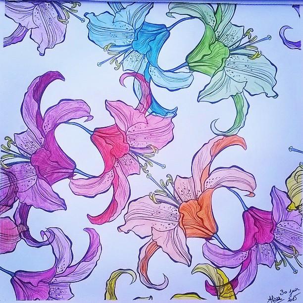 #coloriage du soir. #fleurs #lys #couleurs #arcenciel #rainbow #arttherapie #featureuniverse #color #coloring #book #soleil #chaleur #terasse #ombre